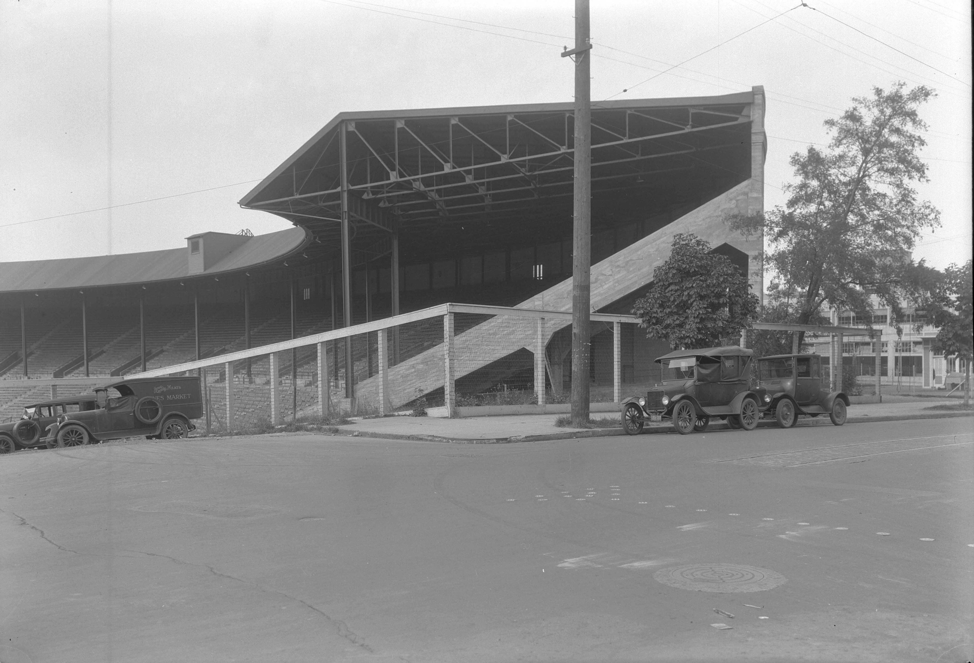 a2009-009-2249-side-of-multnomah-stadium-sw-18th-yamhill-1930