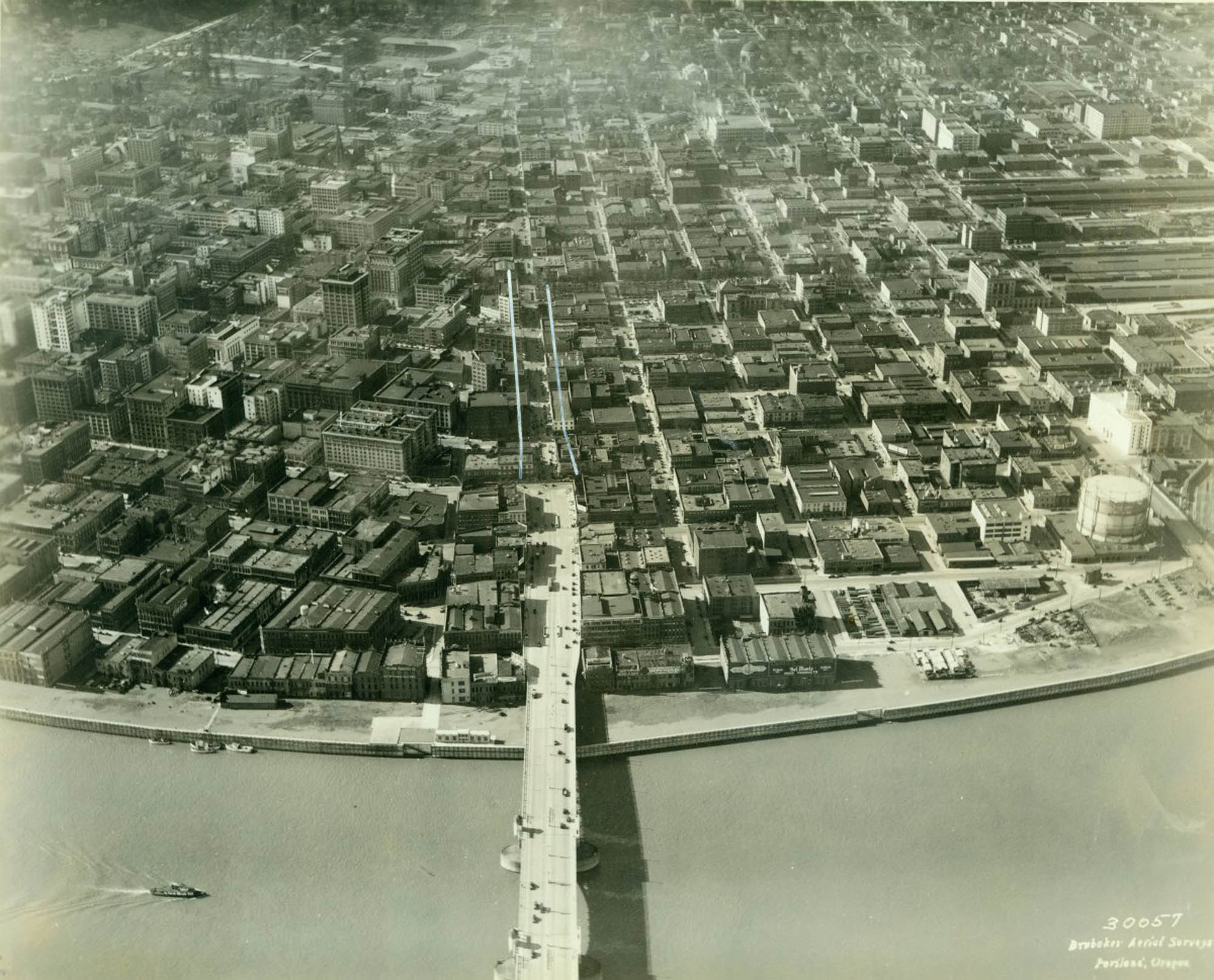 a1999-004-54-aerial-view-completed-harbor-wall-from-above-burnside-bridge-west-1928